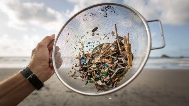 Мікропластик: чим він шкідливий і скільки його у нашій їжі