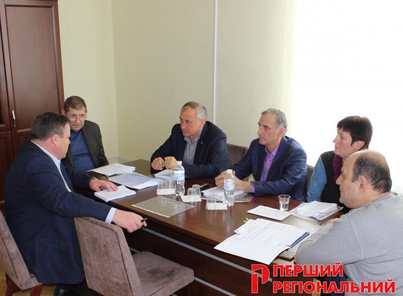 Керівників медзакладів Херсонщини переведуть на контракт