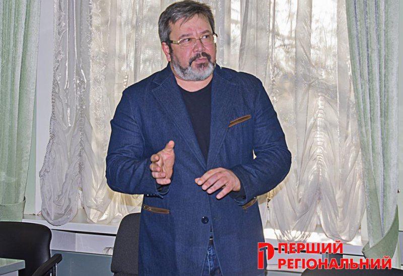 В Херсоне собирали круглый стол по спасению знаменитого вяза на ул. Суворова
