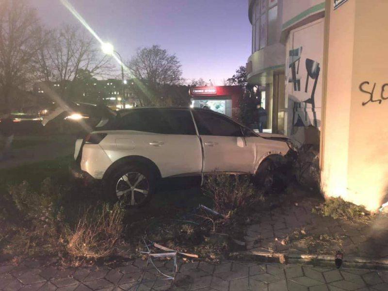 У Херсоні затримали нетверезу водійку, яка врізалася у будівлю