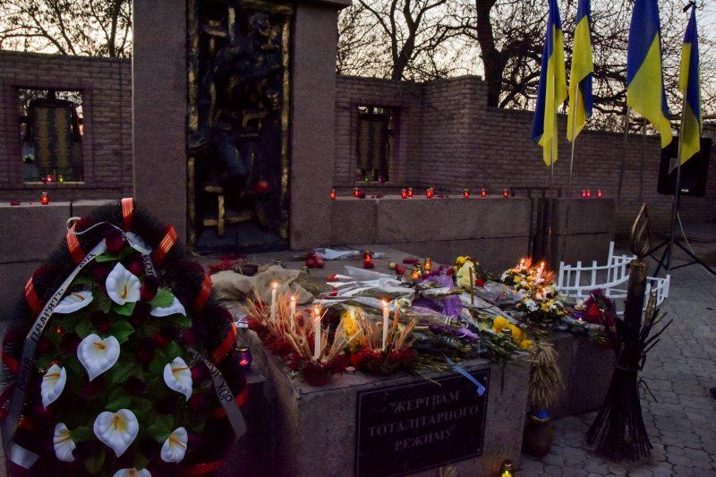 В Херсоні відбувся мітинг з нагоди Дня пам'яті жертв голодоморів (фоторепортаж)