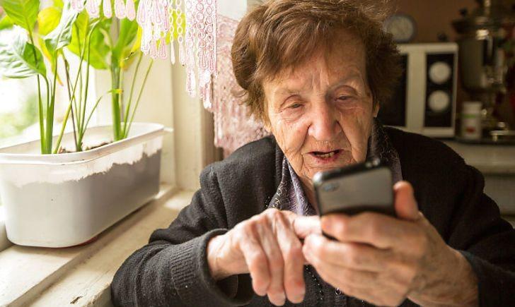 Пенсіонерів Херсонщини проконсультують по телефону