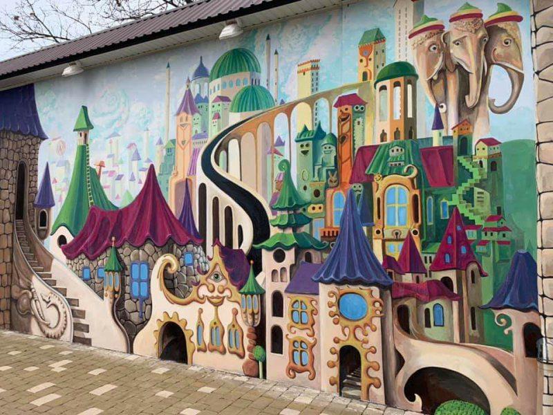 У Херсоні можна побачити «повітряні» замки, динозавра та Дон Кіхота