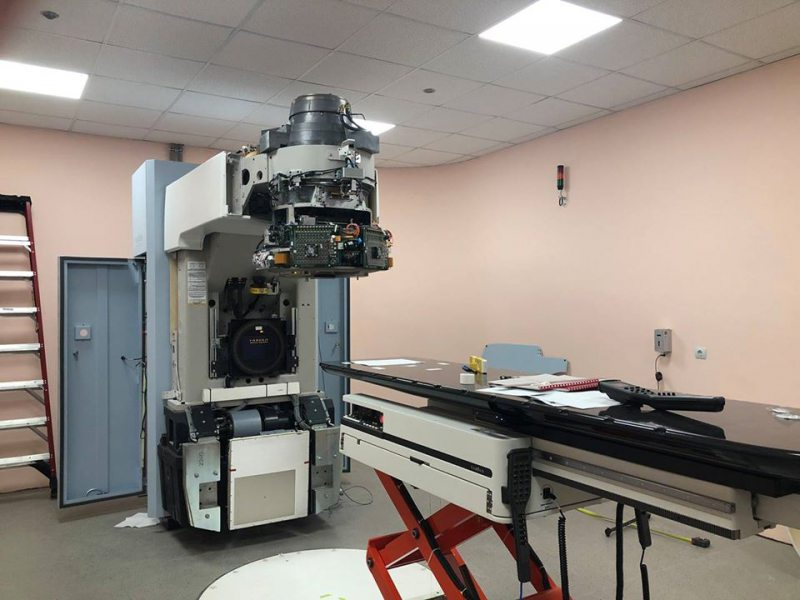 У Херсонському онкодиспансері тривають роботи з запуску лінійного прискорювача