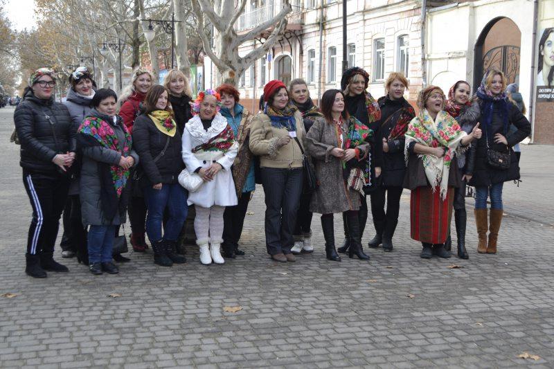 Дівчата Херсона долучилися до Всеукраїнського флешмоба