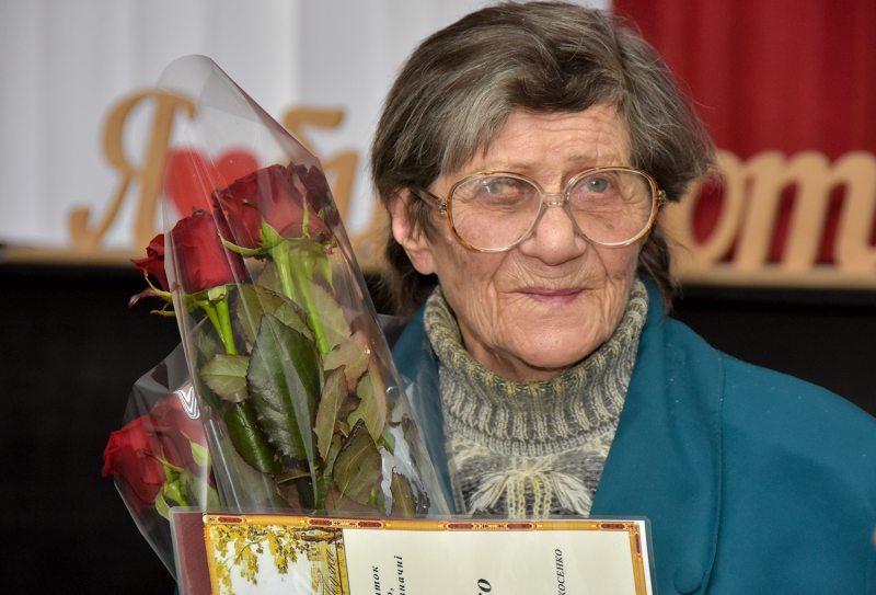 Херсонской художнице на 91-летие подарили возможность творить (фото)