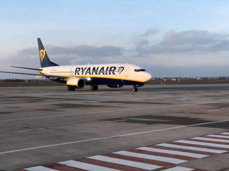 Херсонский аэропорт принял пассажиров из Кракова