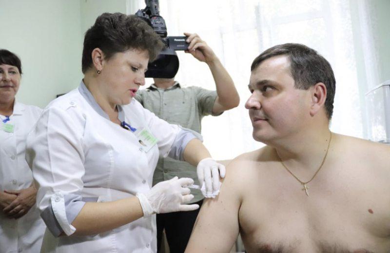 Губернатор закликає чиновників вакцинуватися