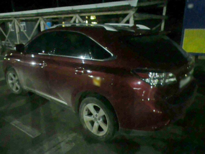 «Lexus» з підробленими документами намагався перетнути КПВВ Каланчак