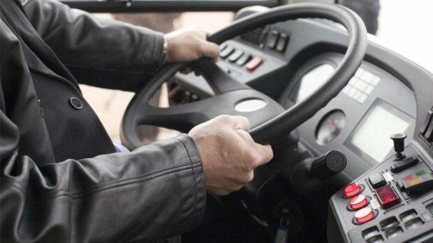 На Херсонщині водій маршрутки помер за кермом