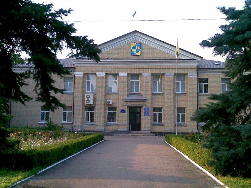 У Скадовську чиновники дозволяють торгувати під об'єктами підвищеної небезпеки