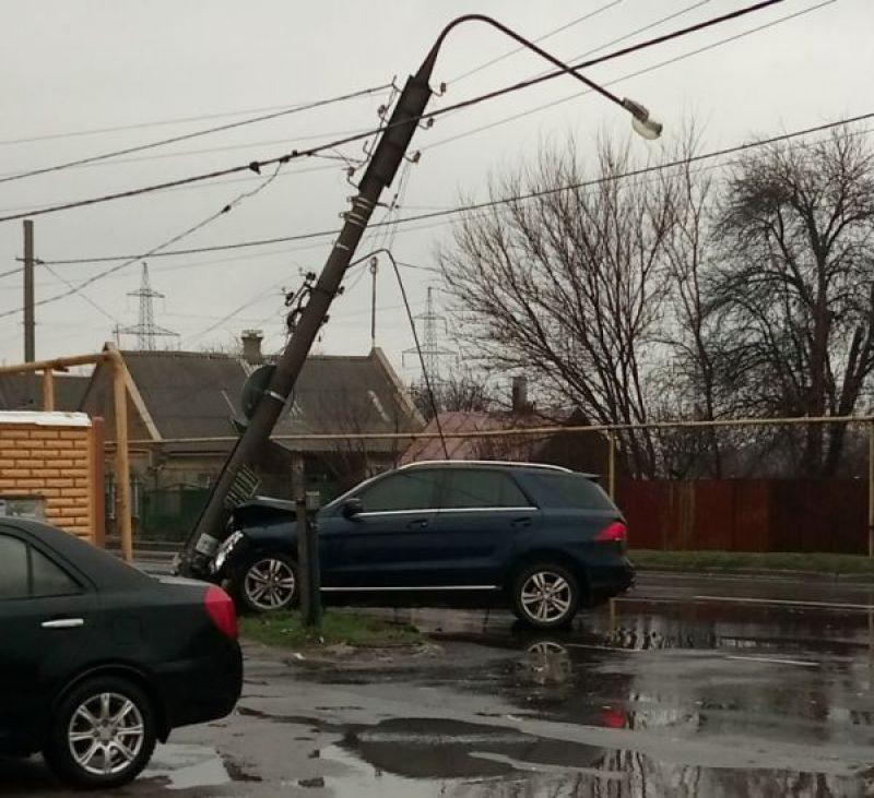 Півмільйона гривень збитків отримало обленерго через руйнування водіями майже 80 електричних опор