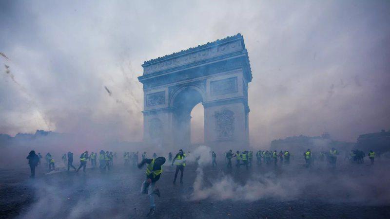 """Протести """"жовтих жилетів"""": що відомо про масові акції в Франції"""