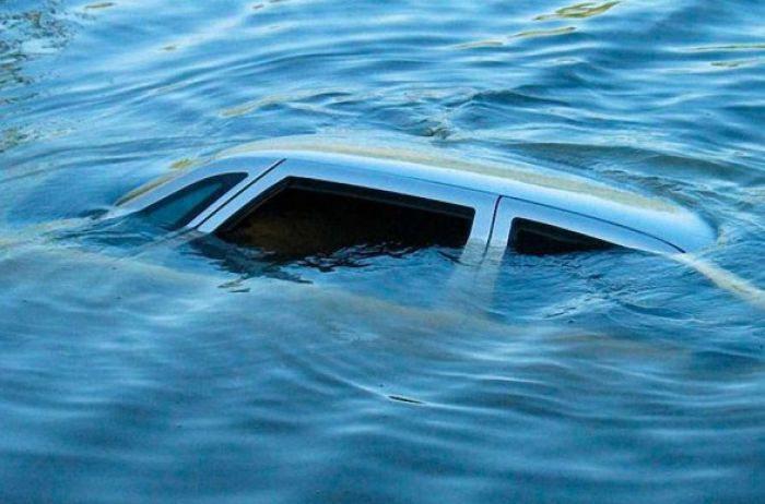У Генічеську автомобіль впав з причалу в море: є загиблі