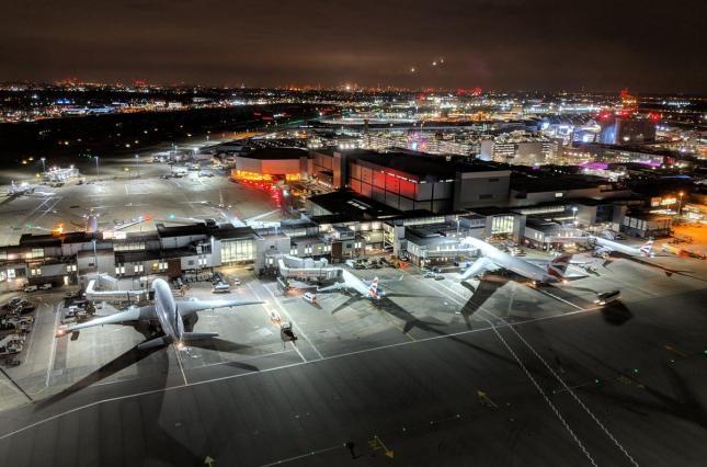 Спалах коронавірусу: британський аеропорт введе окремі зони для пасажирів з Китаю