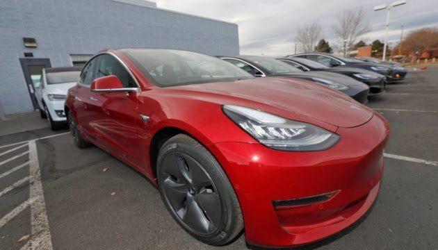 """Маск анонсував Tesla, які """"вміють говорити"""""""