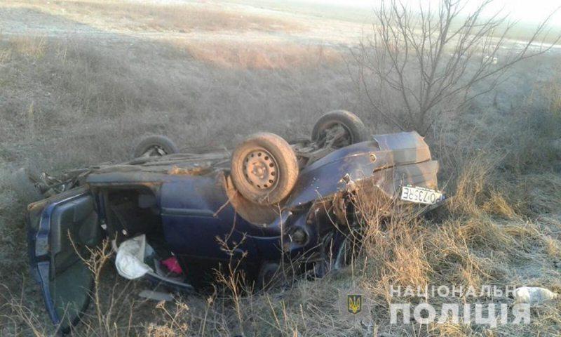 На Херсонщині автомобіль перекинувся в кювет: поліція встановлює обставини ДТП