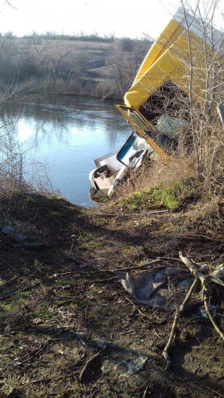 Внаслідок ДТП на Херсонщині до річки потрапили нафтопродукти