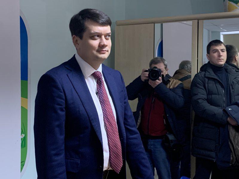 Дмитро Разумков не зміг прокоментувати ситуацію щодо недофінансування кримськотатарського телеканалу ATR