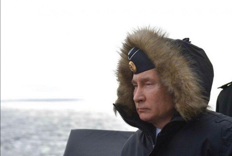 В Инстаграмм появились фото Путина с учений в Крыму