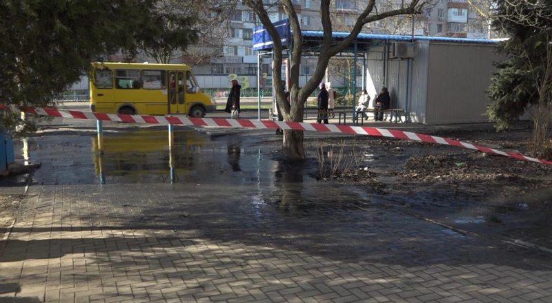Последствия аварии канализационного колектора в Херсоне (фото)