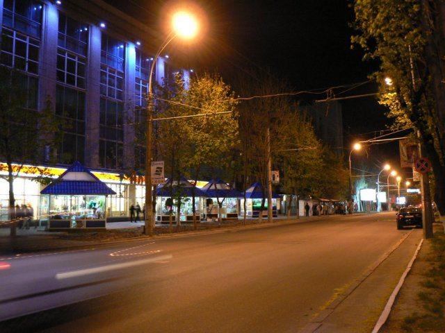 На освітлення центральної вулиці Херсона вкрали більше 100 тис. грн