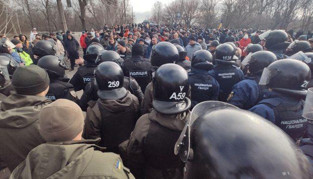Поліція відпустила 23 затриманих під час сутичок у Нових Санжарах