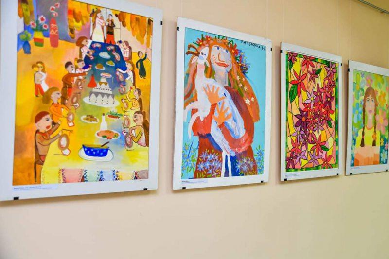 В онкодиспансері відкрилась виставка «Жінка-весна»