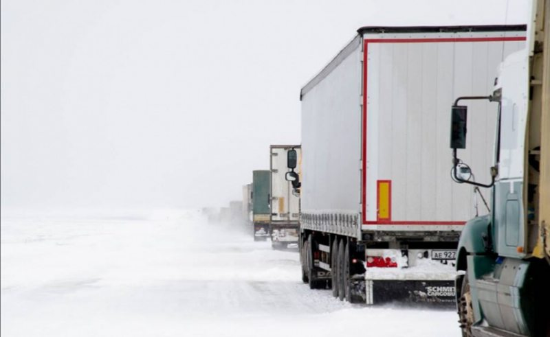 У Херсон почали пускати вантажівки