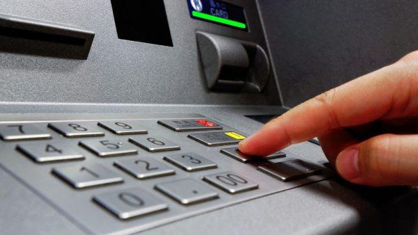 Поліцейські викрили жителя Нової Каховки, який зняв гроші з чужої банківської картки