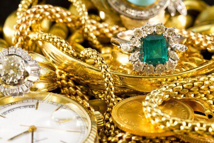 «Золотая лихорадка»: в условиях карантина жители США бросились скупать ювелирные изделия