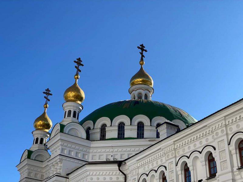 В храмах УПЦ во время пандемии коронавируса богослужения прекращаться не будут
