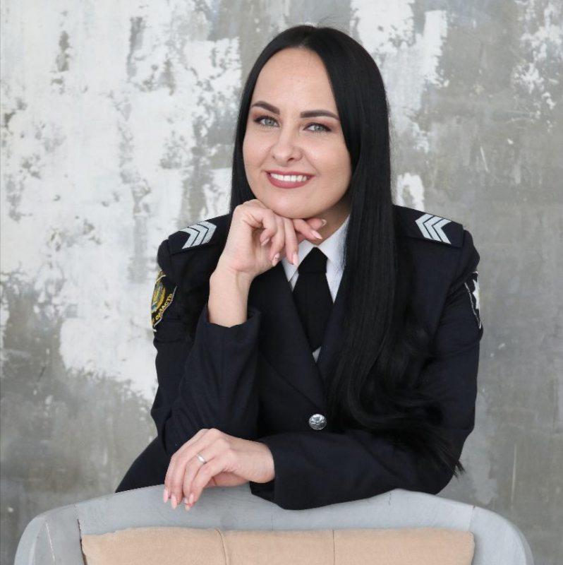 «Від її співу завмирає серце!», – так характеризують керівника вокального ансамблю поліції Херсонщини «Police Prime»