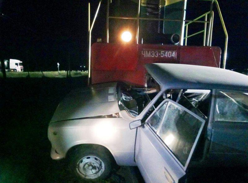 На Херсонщині поїзд протаранив автівку
