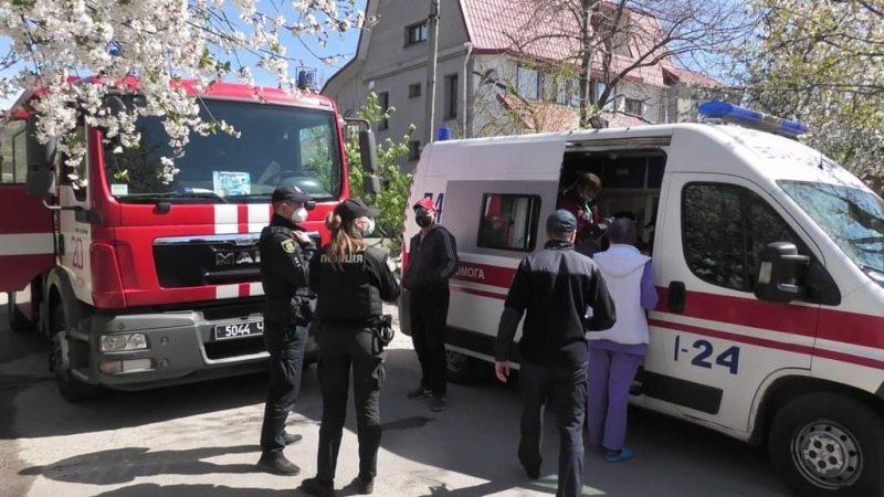 Херсонські рятувальники витягли з вогню двох дітей