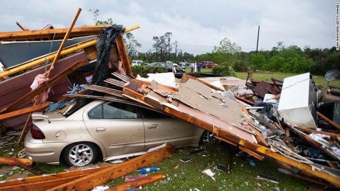 Торнадо в США унес жизни 32 человек