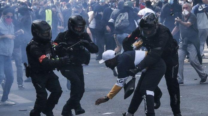 Багатотисячні протести у Лондоні та Парижі переросли в сутички з поліцією