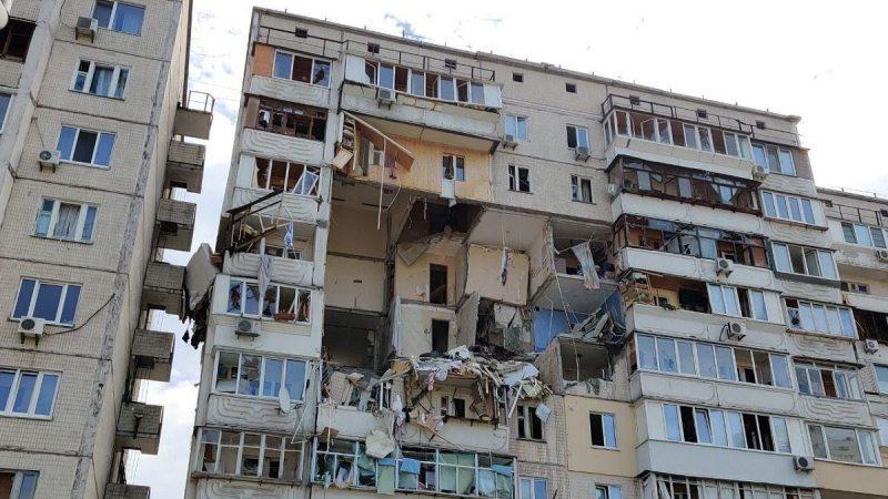 Вибух газу зруйнував кілька поверхів багатоповерхівки у Києві, є жертви