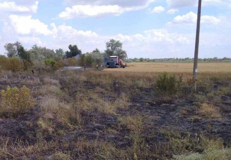 На Херсонщині іскра від приміського потяга спровокувала пожежу на пшеничному полі