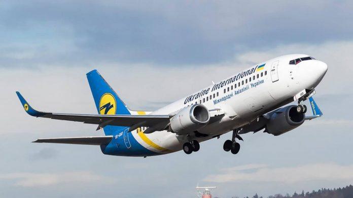 З Києва до Херсона літаком: відновлюються авіарейси МАУ