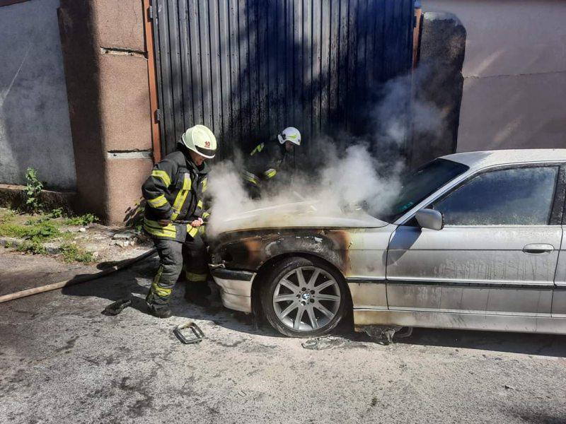 У Херсоні згоріло BMW, поки власник відійшов на кілька хвилин
