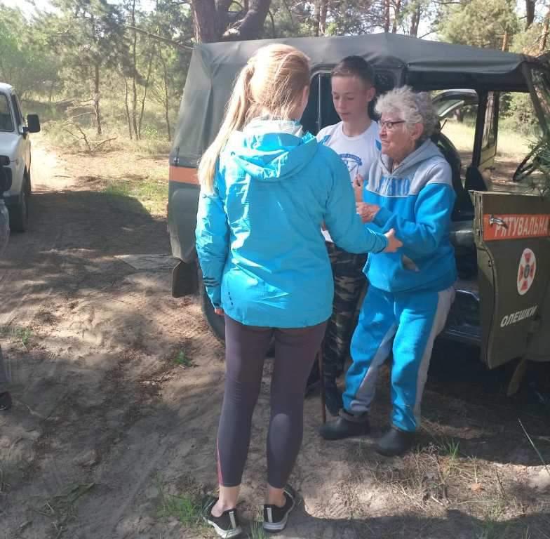 На Херсонщині майже добу рятувальники шукали пенсіонерку, яка заблукала в лісі
