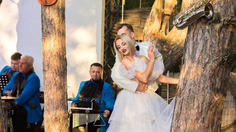 Посеред лісу відбулася музична прем'єра від Херсонського театру