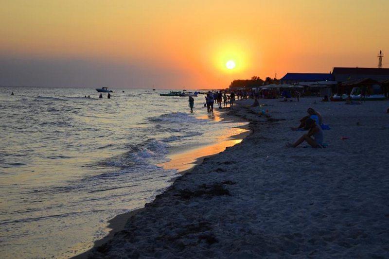 Хто бере гроші з туристів за вихід до Чорного моря?
