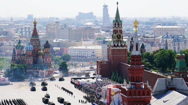 У Москві Червоною площею проїхали танки і пролетіли літаки