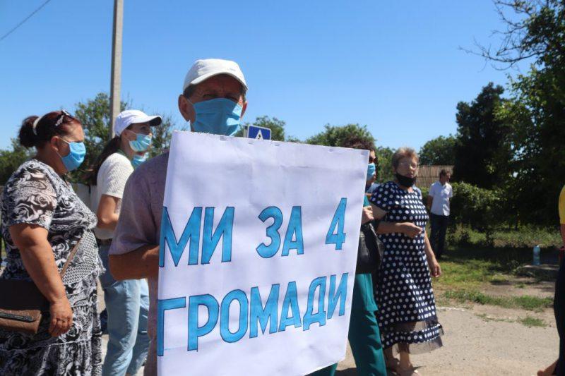 Дорогу на Генічеськ знову перекрили місцеві жителі