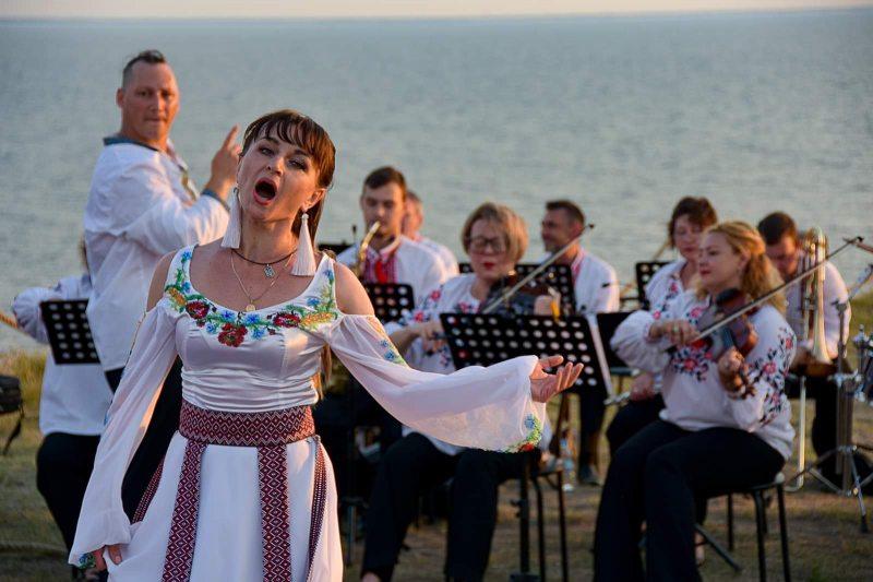 На Херсонщині День Конституції України відсвяткували унікальною мистецькою акцією. ФОТОРЕПОРТАЖ
