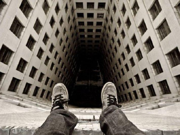 У Новій Каховці чоловік стрибнув з даху багатоповерхівки на очах місцевих жителів