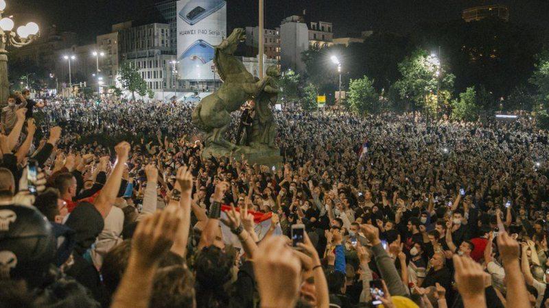 У Сербії посилили карантин – і отримали штурм парламенту
