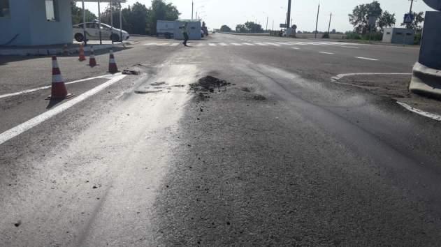 Очільник Херсонської ОДА Юрій Гусєв знищує нові дороги (ФОТО)